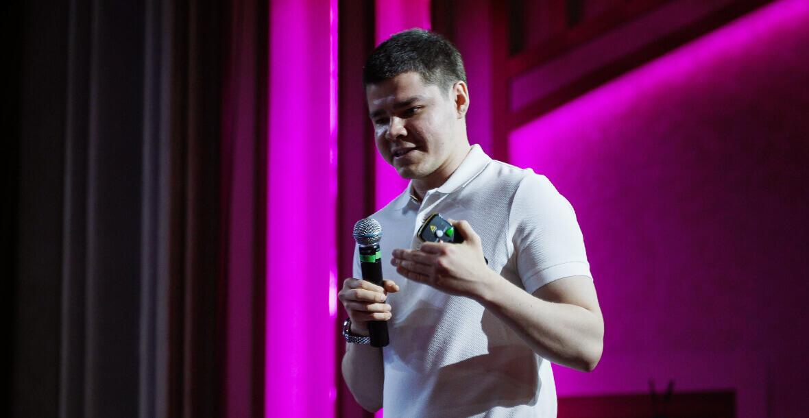 Аяз Шабутдинов на сцене